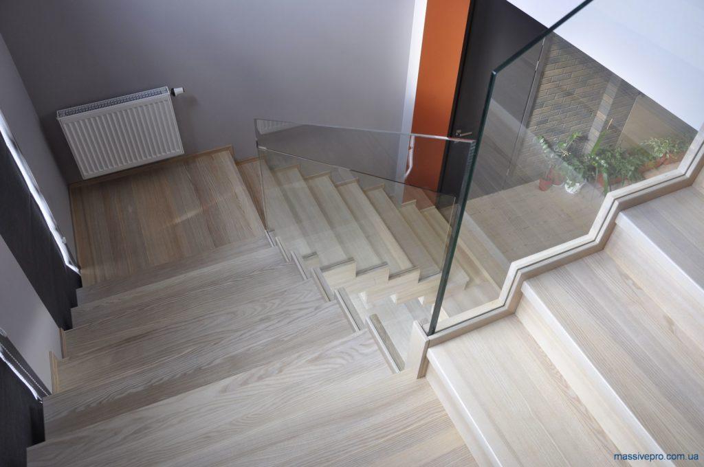 Лестница в коттедже от MassivePro